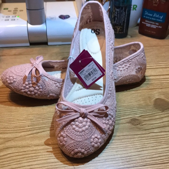 Flat Rose Crotched Shoes
